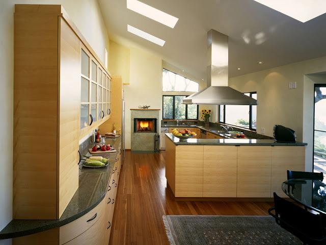 Дизайн кухни в частном доме - простор для воплощения смелых идей