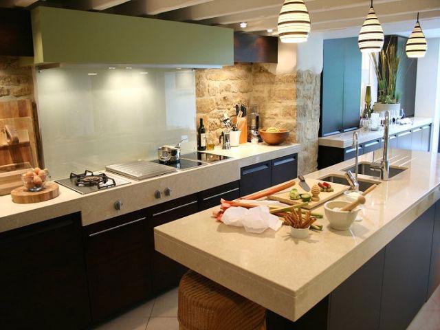 Маленькая кухня в частном доме фото