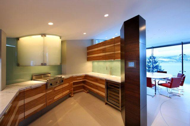 Оригинальная планировка кухни в частном доме