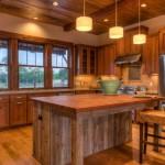 Освещение на кухне в деревенском стиле