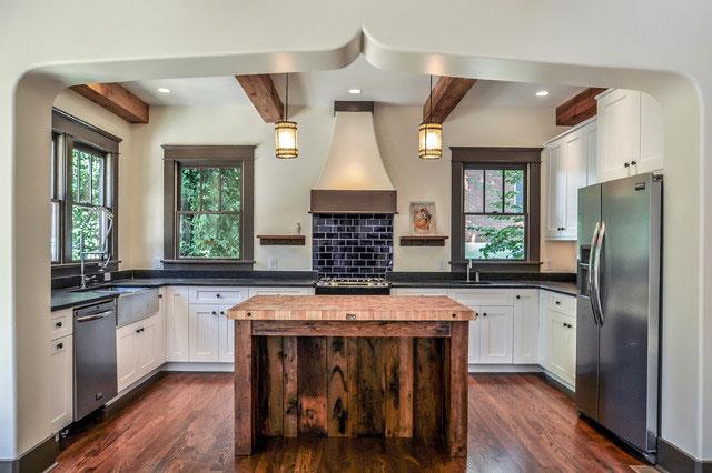 Оформление бытовой техники на кухне в деревенском стиле