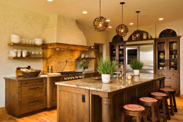 Оформление кухни в деревенском стиле - мебель и предметы интерьера