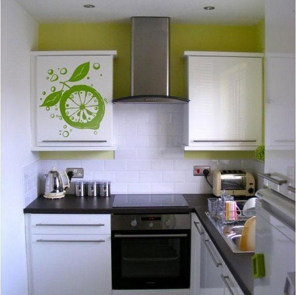 Дизайн кухни-хрущевки со встроенной техникой