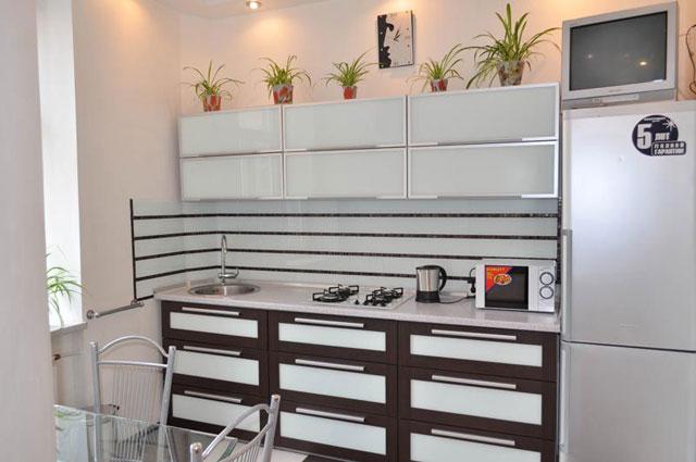 Дизайн интерьера белой кухни в хрущевке