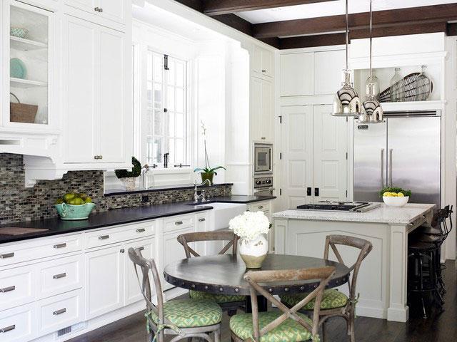 Мебель на кухне классика