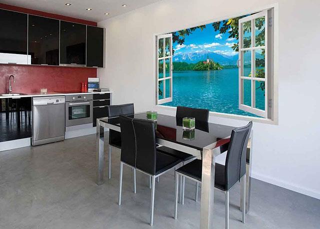 Дизайн кухни в стиле хайтек с фотопанно на стене