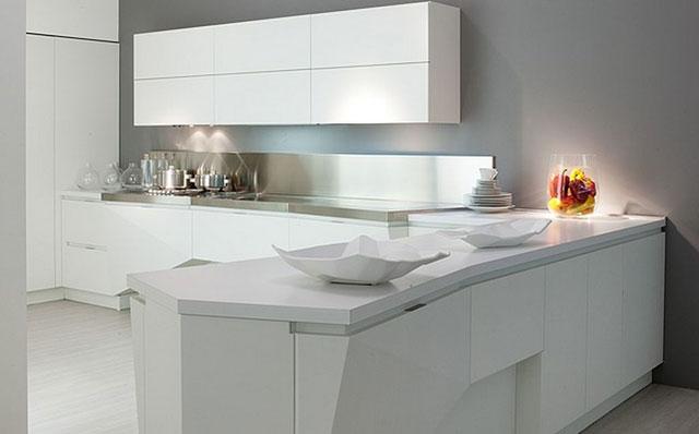 Белая кухня в стиле хай тек