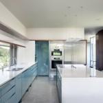 Кухня в белом цвете в стиле минимализм