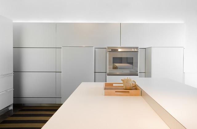 Фото светлой кухни в стиле минимализм