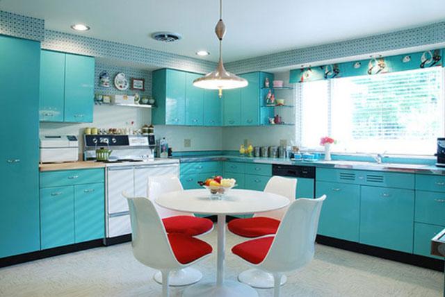 Светло-зеленая кухня в стиле ретро