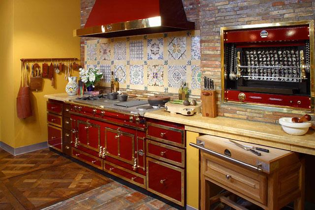 Интерьер кухни в стиле ретро красного цвета