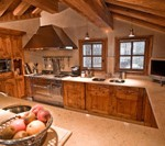 Дизайн кухни в стиле шале
