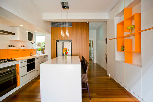 Дизайн оранжевой угловой кухни