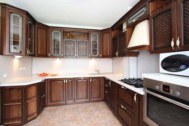 Дизайн большой п-образной угловой кухни