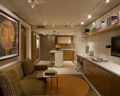 Узкая кухня совмещенная с гостиной