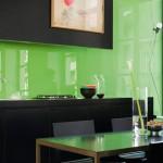 зеленый фартук для кухни из пластика