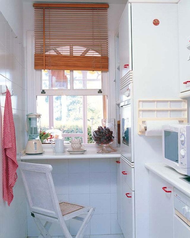 идея для маленькой белой кухни