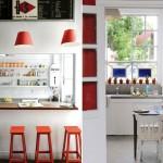 красная кухня в стиле кафе