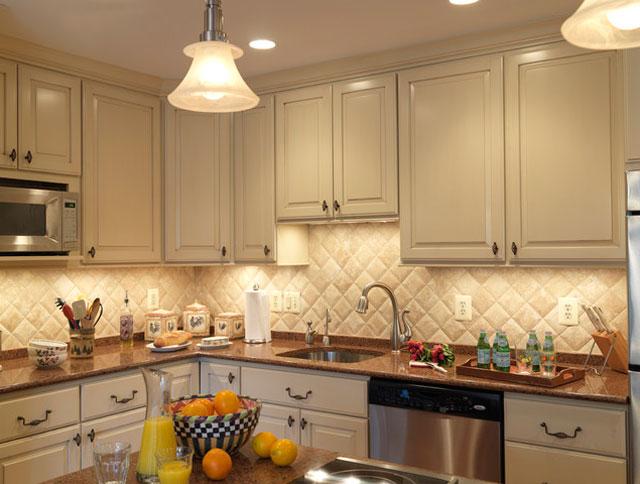 белая плитка для кухни фартук