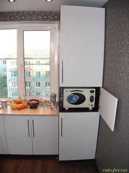 дизайн маленькой кухни в хрущевке с микроволновкой