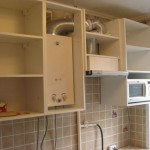дизайн маленькой кухни в хрущевке с газовой колонкой