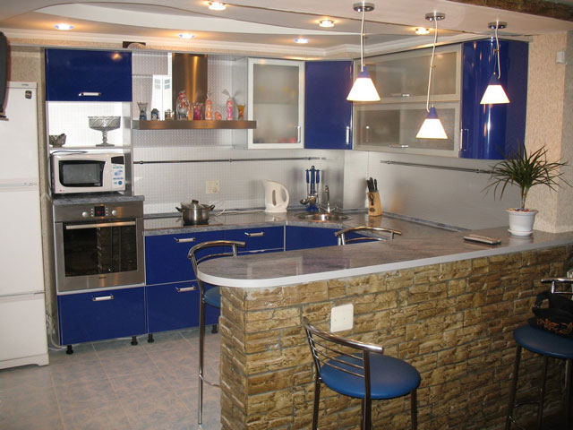 дизайн кухни совмещенной с гостиной в хрущевке с барной стойкой