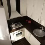 светлые кухонные гарнитуры для маленькой кухни