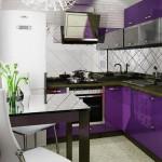 зеркальный кухонный фартук в маленькой кухне визуально расширит пространство