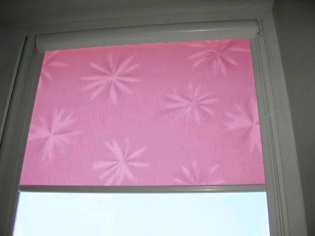 Как вешать рулонные шторы