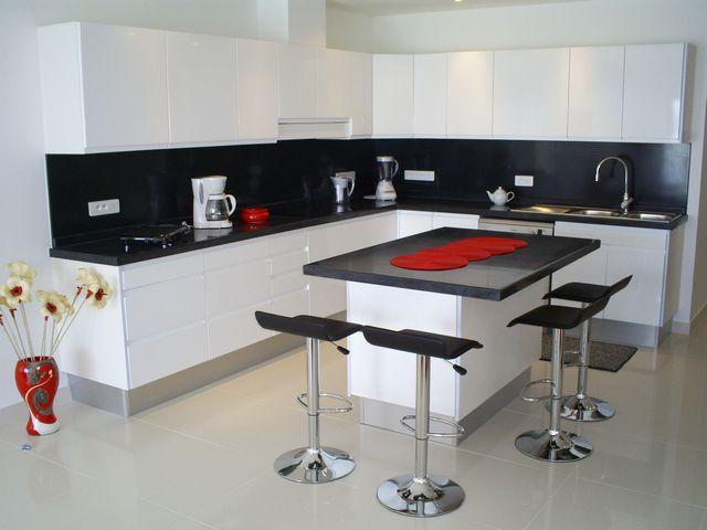 кухня в черно белом стиле
