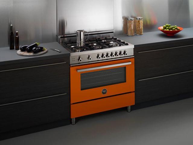 оранжевая кухня в интерьере
