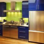 Сочетание зеленого и синего цвета на кухне