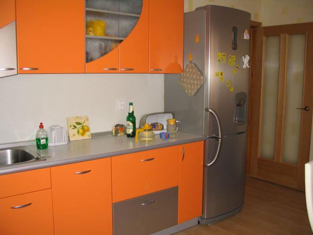 серо оранжевая кухня