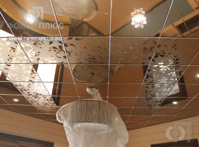 Зеркальный потолок так же способен увеличить зрительно пространство
