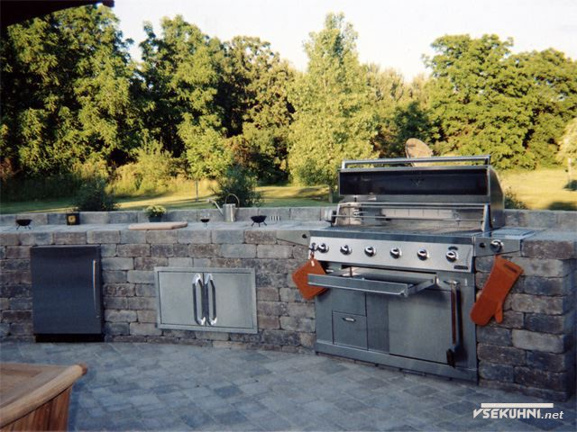 Фото: интерьер кухни на даче