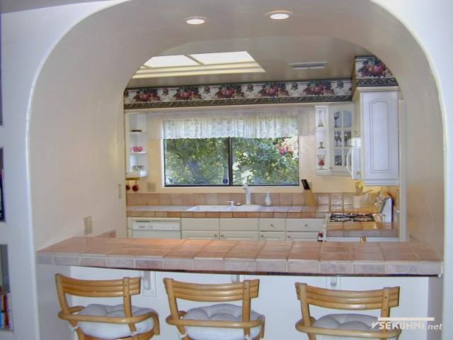 Оригинальная идея оформления маленькие кухни с барной стойкой