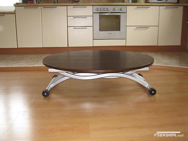 Вариант складного стола для маленького пространства