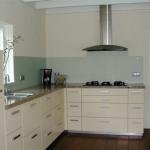 Корпусная мебель для кухни имеет ряд приемуществ