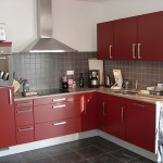 Корпусная мебель для кухни оригинального цвета