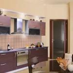 Корпусная мебель для кухни всегда выдержана в одном стиле