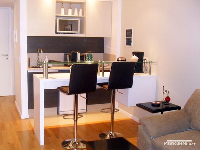 Кухня студия с барной стойкой на двух человек