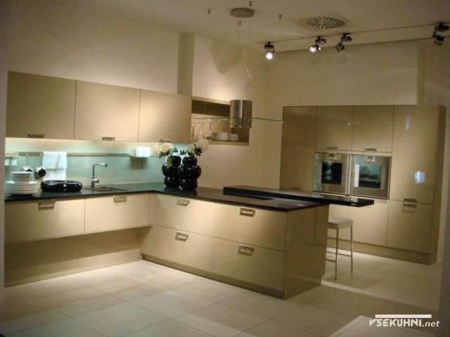 Мебельные модули для кухни в бежевом цвете