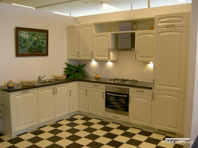 Угловые модули для кухни в классическом стиле