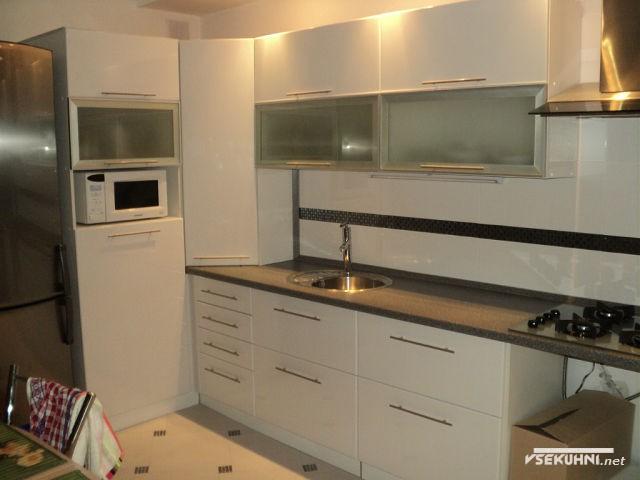 Белый пенал для кухни