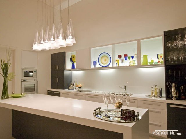 Яркая подсветка для кухни рабочей зоны