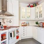 Деревянные полки для кухни в белом цвете