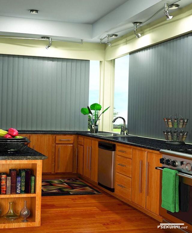 Вертикальные алюминиевые жалюзи на кухне