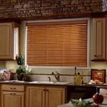 Фото - горизонтальные жалюзи на кухне