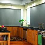 Фото - вертикальные жалюзи на кухне
