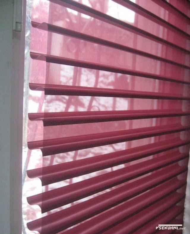 Фото - горизонтальные тканевые жалюзи на пластиковые окна